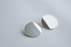 PAR AVION. Silver earrings