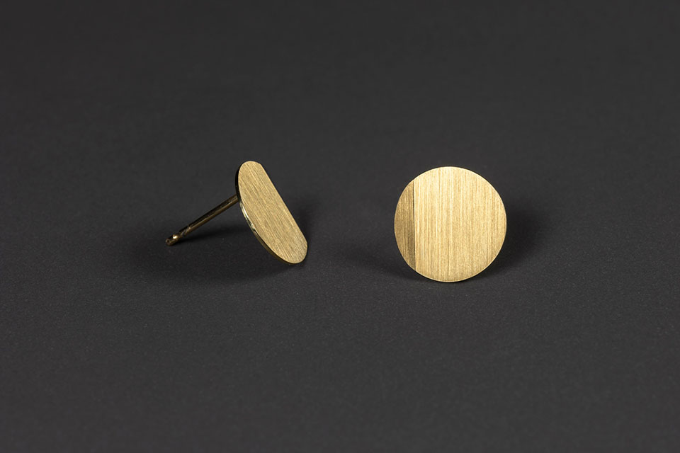 Luna. Yellow gold earrings